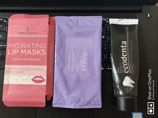 Lip Mask, Cleansing tissues, Toothpaste